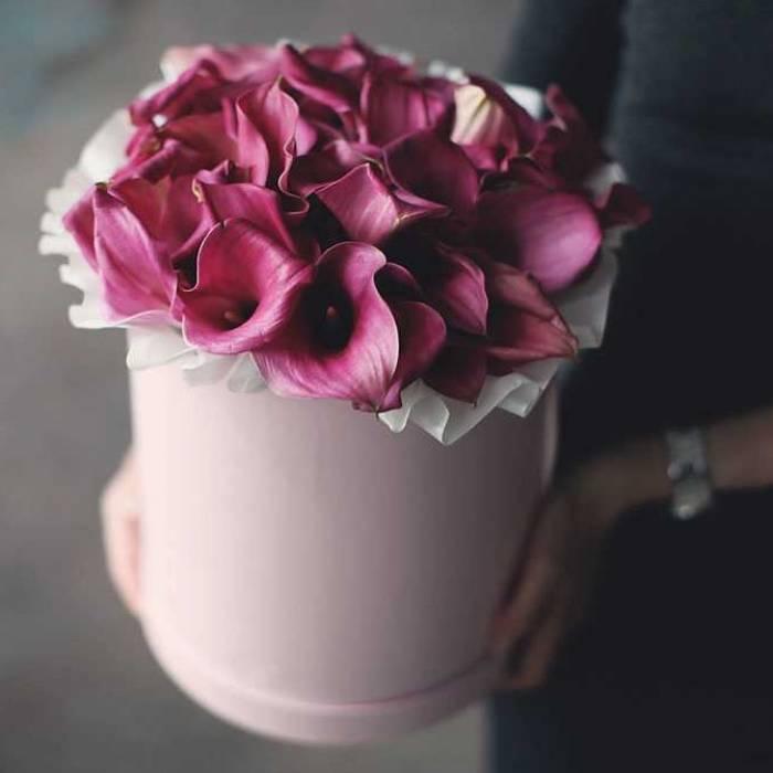 29 розовых калл в коробке R011