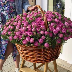 Корзина 201 пионовидная кустовая роза с оформлением R951