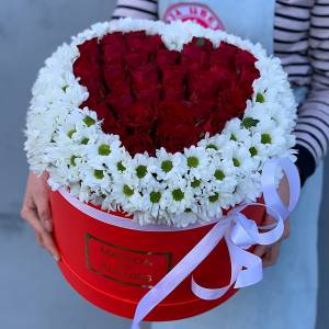 Коробка хризантемы и розы сердцем R1139