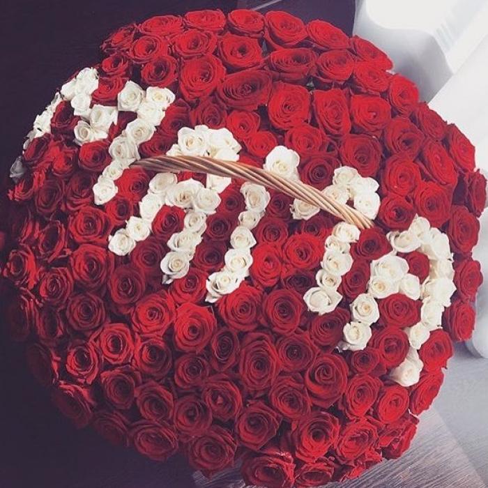301 роза со словом Мама в корзине R062