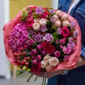 Сборный букет с пионовидными розами R182