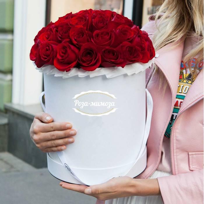 25 красных роз в коробке R004