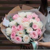 Букет 21 пионовидная роза микс с упаковкой R399