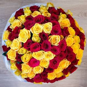 Букет 101 желтая и красная роза с упаковкой R685